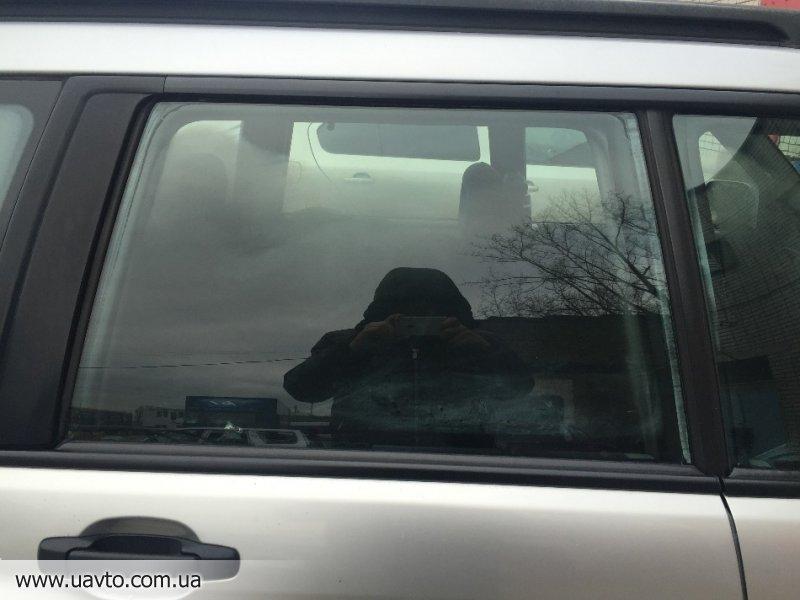 Стекло двери Япония Subaru Forester 97-02