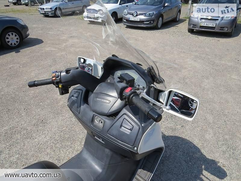 Скутер Suzuki Skywave 650
